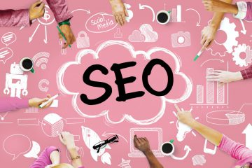 SEO in graphics with back backgound and hands pointing around the table